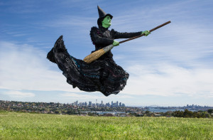 Elphaba arrives in Sydney photo, Kurt Sneddon